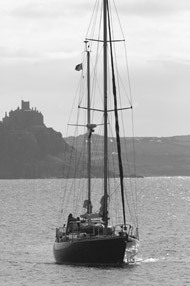 st_michaels_mount_and_boat_190_286_01
